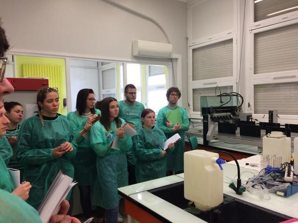 les-bts1-anabiotec-visitent-le-laboratoire-departemental-danalyses-veterinaires-et-biologiques-de-la-haute-loire