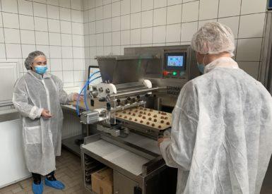 les-2nd-pro-labo-sont-alles-visiter-la-biscuiterie-la-pouzzolane-a-st-paul-de-tartas