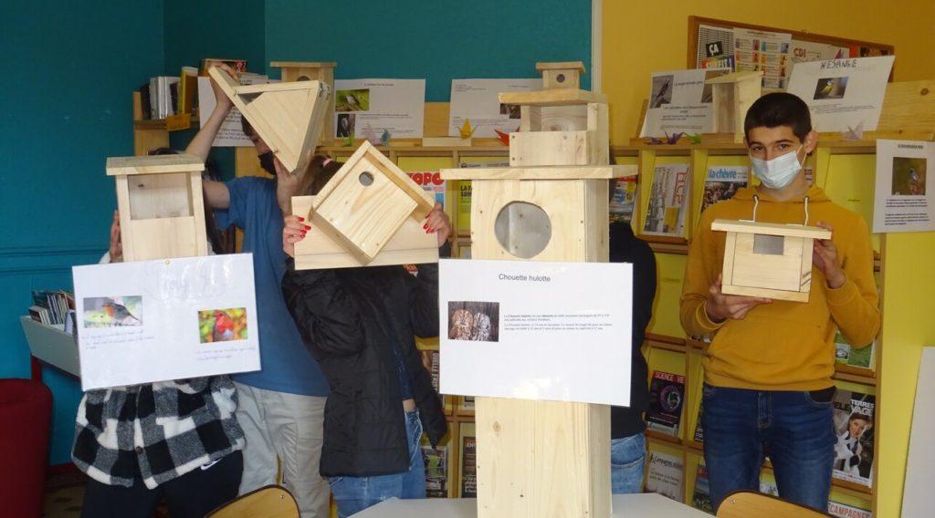 en-4eme-les-jeunes-apprennent-a-travailler-le-bois-avec-mr-bernard
