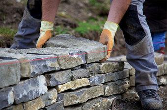 cqp-ouvrier-en-construction-douvrages-paysagers
