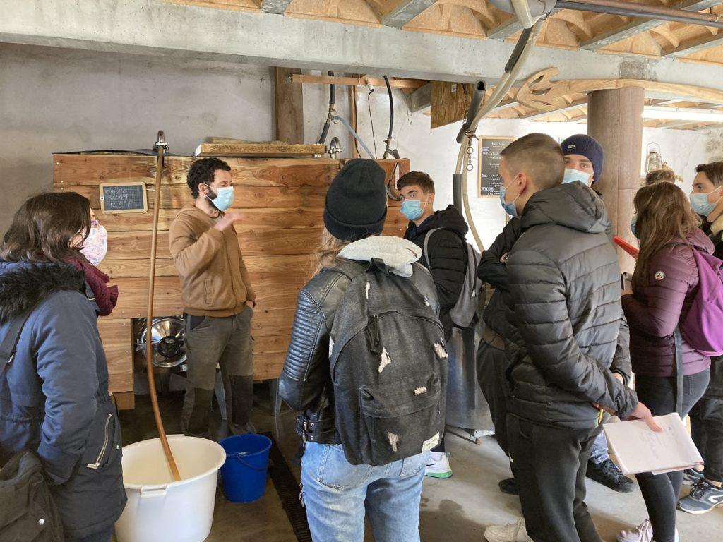 les-eleves-de-term-bac-pro-labo-partent-a-la-decouverte-de-la-fabrication-de-la-biere-artisanale