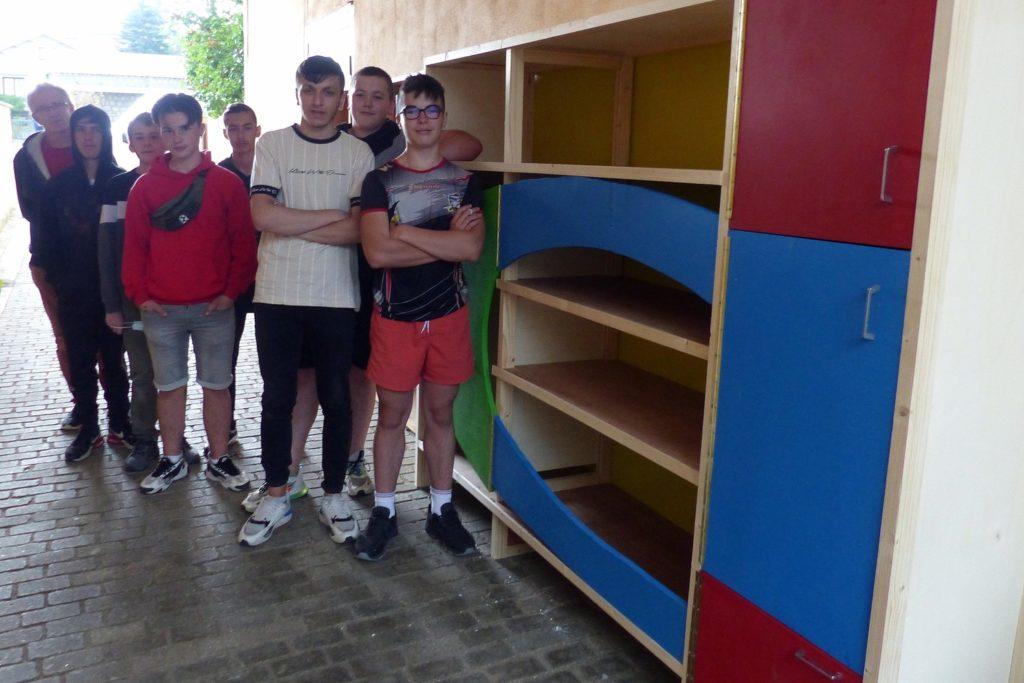 les-eleves-de-4eme-de-lisvt-realisent-une-give-box-pour-la-mairie-de-craponne